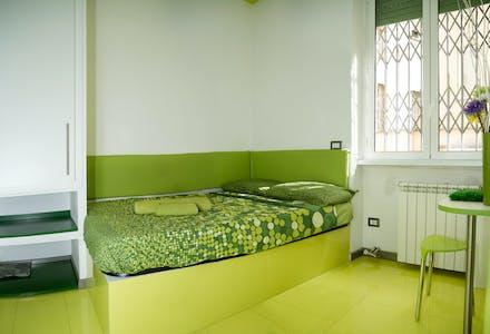 Appartement te huur vanaf 03 Oct 2020 (Via Fiuggi, Milan)