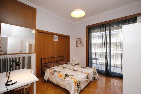 WG-Zimmer zur Miete ab 31 Mai 2020 (3is Septemvriou, Athens)