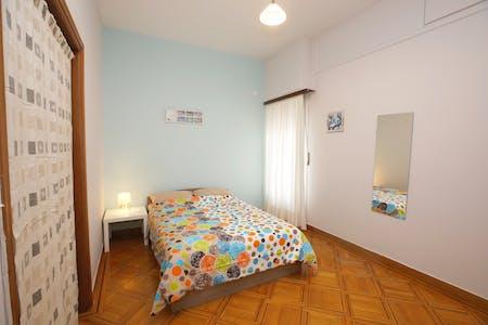 WG-Zimmer zur Miete ab 15 Juni 2020 (3is Septemvriou, Athens)