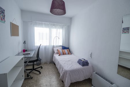 Private room for rent from 16 May 2020 (Avenida del Cid, Valencia)