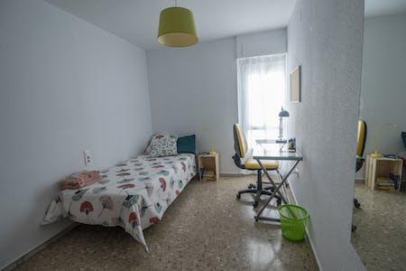 Private room for rent from 01 Feb 2020 (Avenida del Cid, Valencia)