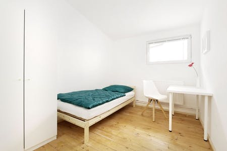 Private room for rent from 07 Jan 2020 (Emdenzeile, Berlin)