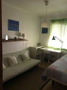 Chambre privée à partir du 01 sept. 2020 (Rua dos Três Vales, Almada)