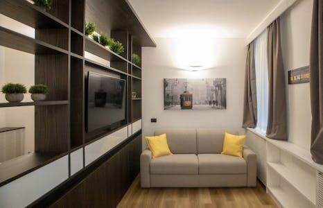 Appartement te huur vanaf 09 Dec 2019 (Via Madonnina, Milan)