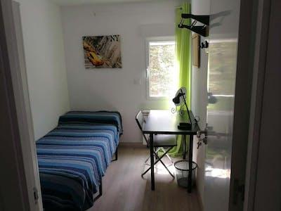 Private room for rent from 01 Sep 2020 (Calle Hacienda de Pavones, Madrid)
