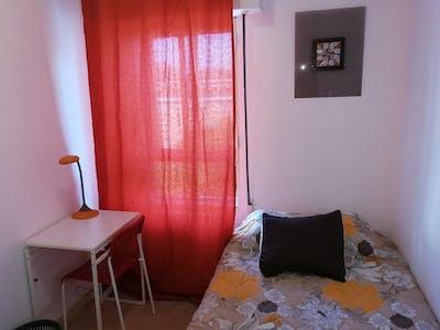 Chambre privée à partir du 31 Aug 2019 (Calle de la Encomienda de Palacios, Madrid)