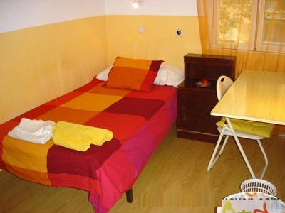 Private room for rent from 01 Jun 2020 (Calle de Entre Arroyos, Madrid)