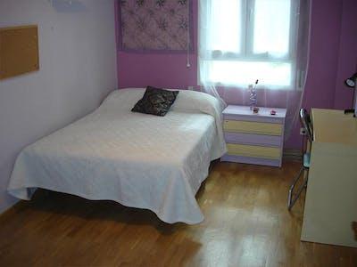 Private room for rent from 01 Jul 2020 (Plaza del Corregidor Alonso de Aguilar, Madrid)