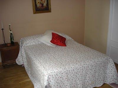 Private room for rent from 16 Jun 2020 (Plaza del Corregidor Alonso de Aguilar, Madrid)