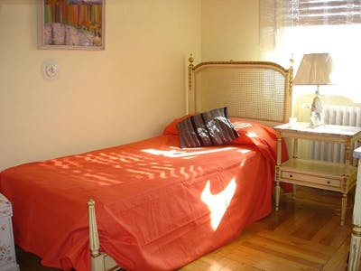 Private room for rent from 01 Mar 2020 (Calle de Guzmán el Bueno, Madrid)