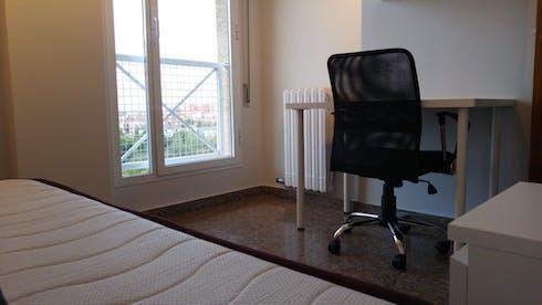 Quarto privativos para alugar desde 01 jul 2020 (Calle Colegiata de Bolea, Zaragoza)