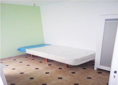 Habitación privada de alquiler desde 01 jul. 2020 (Calle Pintor Cabrera, Valencia)