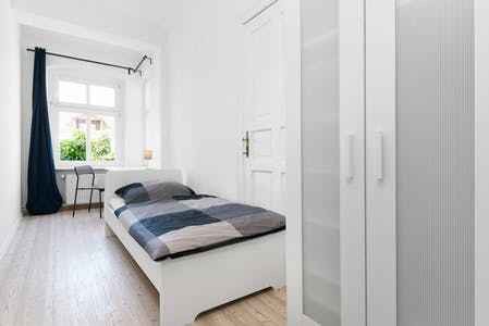 Private room for rent from 09 Mar 2020 (Plönzeile, Berlin)