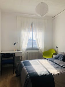 Private room for rent from 01 Aug 2020 (Carrer d'Alcalà de Guadaira, Barcelona)