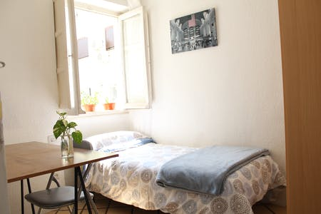 Private room for rent from 19 Aug 2019 (Calle Pedro Antonio de Alarcón, Granada)