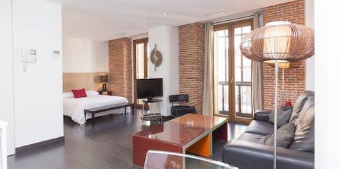 Appartamento in affitto a partire dal 11 May 2020 (Calle Pérez Galdós, Madrid)