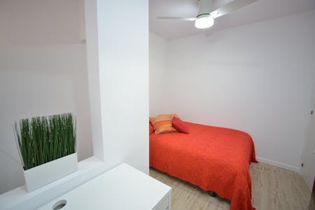 Private room for rent from 17 Aug 2019 (Carrer de Bonsoms, Barcelona)