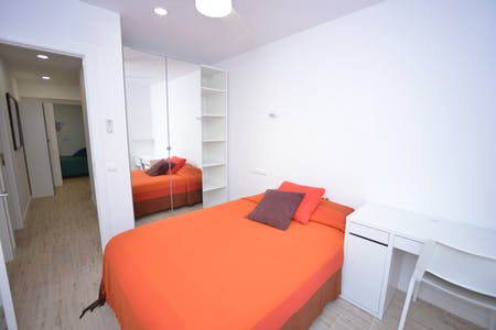 Private room for rent from 09 Feb 2020 (Carrer de Bonsoms, Barcelona)