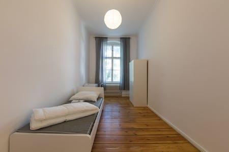 WG-Zimmer zur Miete ab 01 Sep. 2020 (Kaiser-Friedrich-Straße, Berlin)