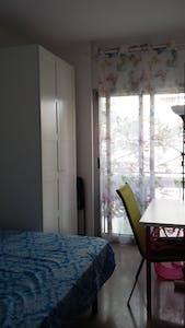 Private room for rent from 01 Jul 2020 (Carrer del Torrent de l'Olla, Barcelona)