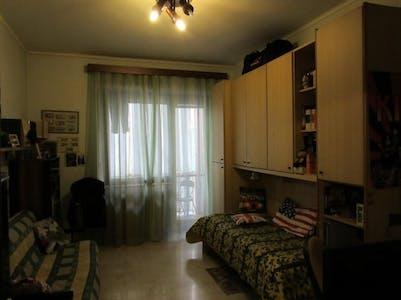 WG-Zimmer zur Miete ab 01 Aug. 2020 (Via Giovanni Poggio, Turin)