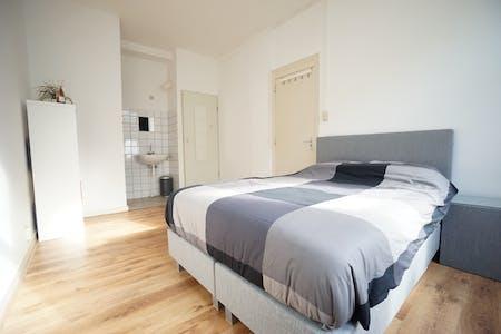 Privé kamer te huur vanaf 15 Aug 2020 (Willebrordusstraat, Rotterdam)
