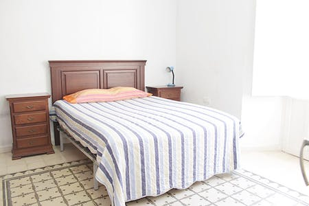 Private room for rent from 08 Jul 2020 (Calle Mesón del Moro, Sevilla)