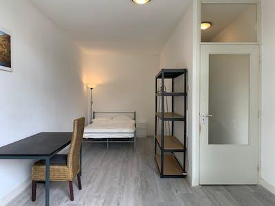 Habitación privada de alquiler desde 17 Sep 2019 (Mathenesserweg, Rotterdam)