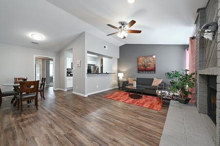Private room for rent from 18 Oct 2019 (University Dr E, College Station)