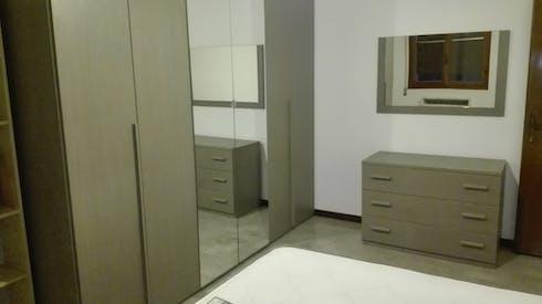 Shared room for rent from 19 Nov 2019 (Via Luigi Vestri, Bologna)