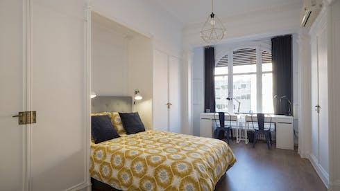 Mehrbettzimmer zur Miete ab 20 Juni 2020 (Carrer de Muntaner, Barcelona)