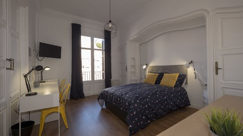 Mehrbettzimmer zur Miete ab 01 Juli 2020 (Carrer de Muntaner, Barcelona)