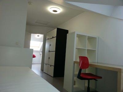 Private room for rent from 01 Jul 2020 (Rue de la Procession, Anderlecht)