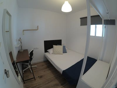 Private room for rent from 30 Mar 2020 (Carrer de l'Antiga Travessera, L'Hospitalet de Llobregat)