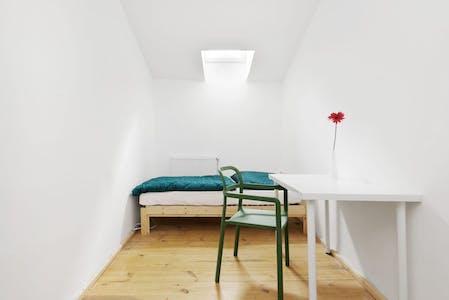 Privé kamer te huur vanaf 31 aug. 2020 (Emdenzeile, Berlin)