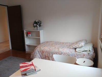 Shared room for rent from 01 Aug 2020 (Via Luigi Pellizzo, Padova)