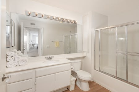 Shared room for rent from 07 Apr 2020 (Parkview Ln, Irvine)