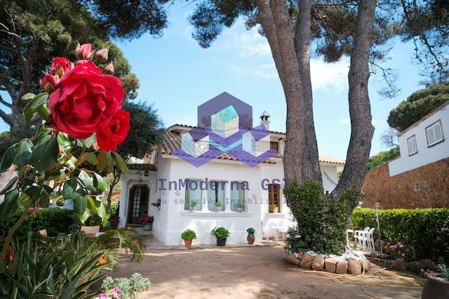 Carrer Pineda del Mar, Castell-Platja d'Aro