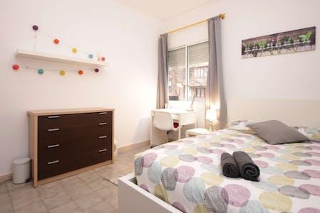 Private room for rent from 01 Mar 2020 (Avinguda de Gaudí, Barcelona)