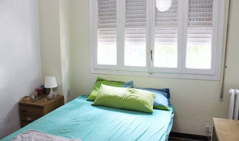 Private room for rent from 01 Jul 2019 (Calle Diego de Riaño, Sevilla)