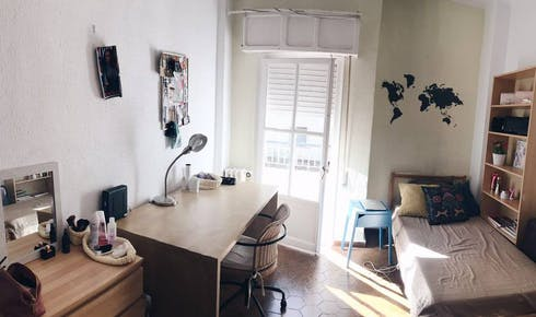 Private room for rent from 01 Jul 2019 (Calle Diego de Riaño, Sevilla)