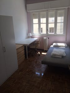 Room for rent from 01 Jan 2019 (Calle Diego de Riaño, Sevilla)