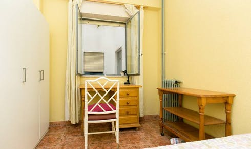 Room for rent from 01 Aug 2018 (Calle Acera del Darro, Granada)