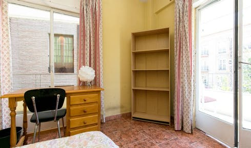 Private room for rent from 01 Feb 2020 (Calle Acera del Darro, Granada)