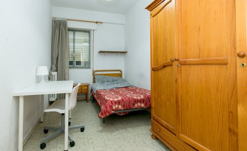 Room for rent from 01 Aug 2018 (Calle Acera del Darro, Granada)