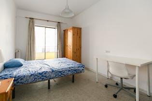 Room for rent from 01 Jul 2019 (Calle Acera del Darro, Granada)