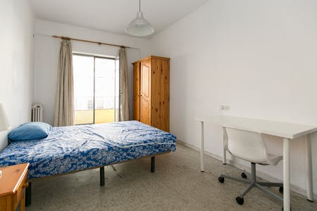 Private room for rent from 01 Mar 2020 (Calle Acera del Darro, Granada)