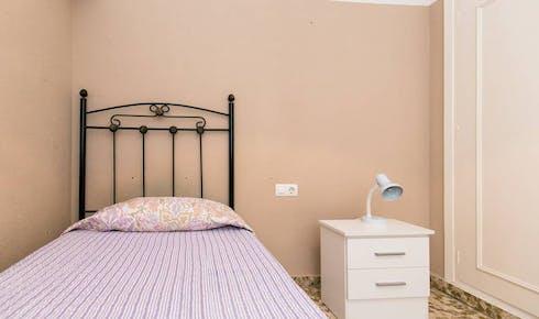 Private room for rent from 18 Jul 2020 (Calle Emperatriz Eugenia, Granada)