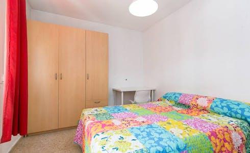 Room for rent from 01 Jul 2018 (Calle las Flores, Granada)