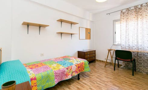 Room for rent from 01 Jul 2018 (Plaza del Doctor López Neyra, Granada)